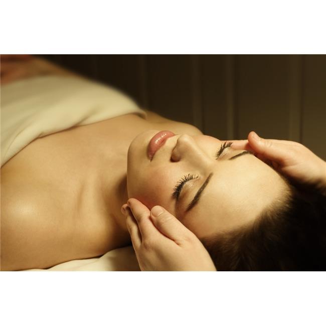 Posterazzi DPI1784266 Woman Having A Facial Massage Poster Print by Don Hammond, 17 x 11 - image 1 de 1