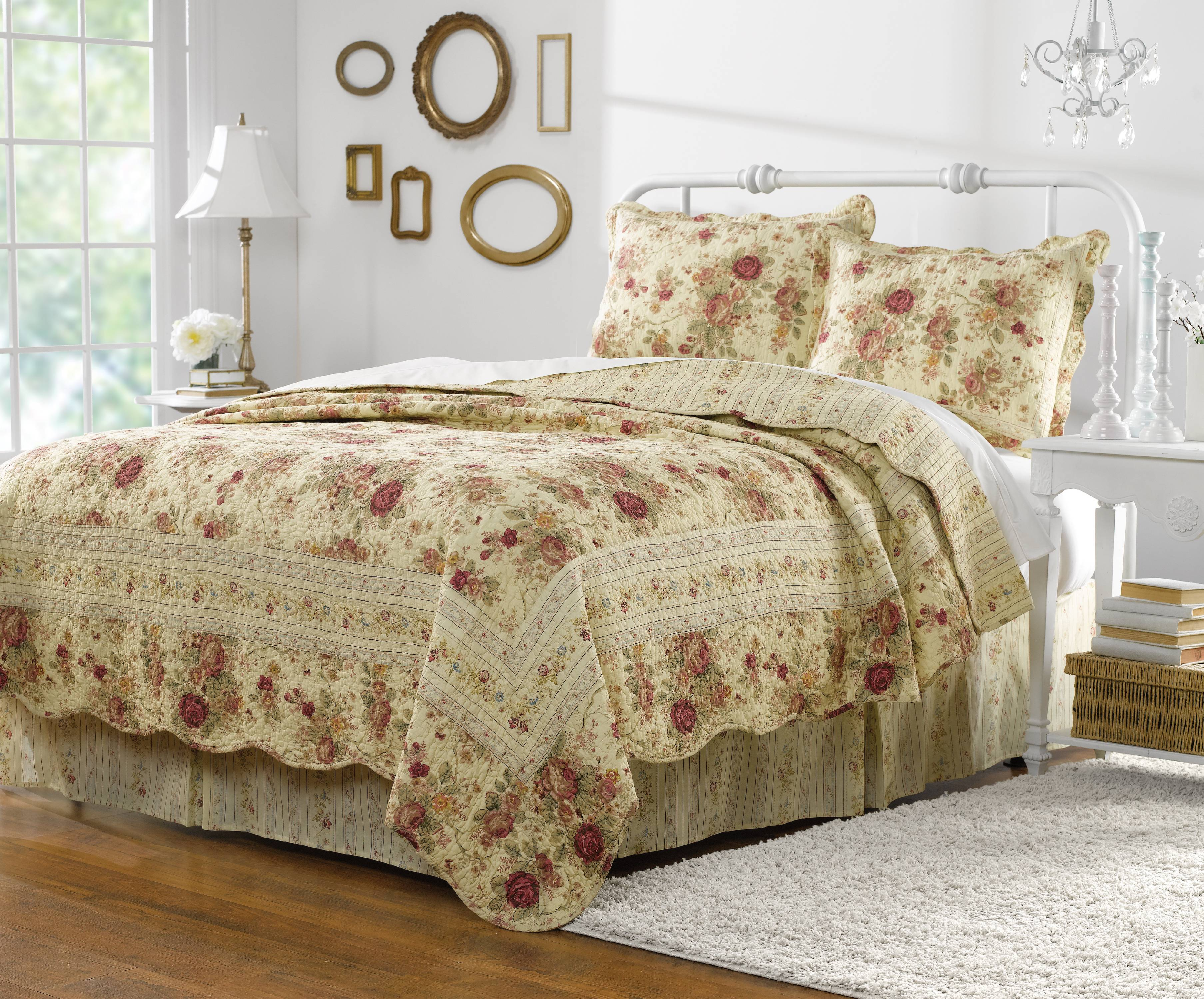 Global Trends Antique Rose Quilt Set by Generic