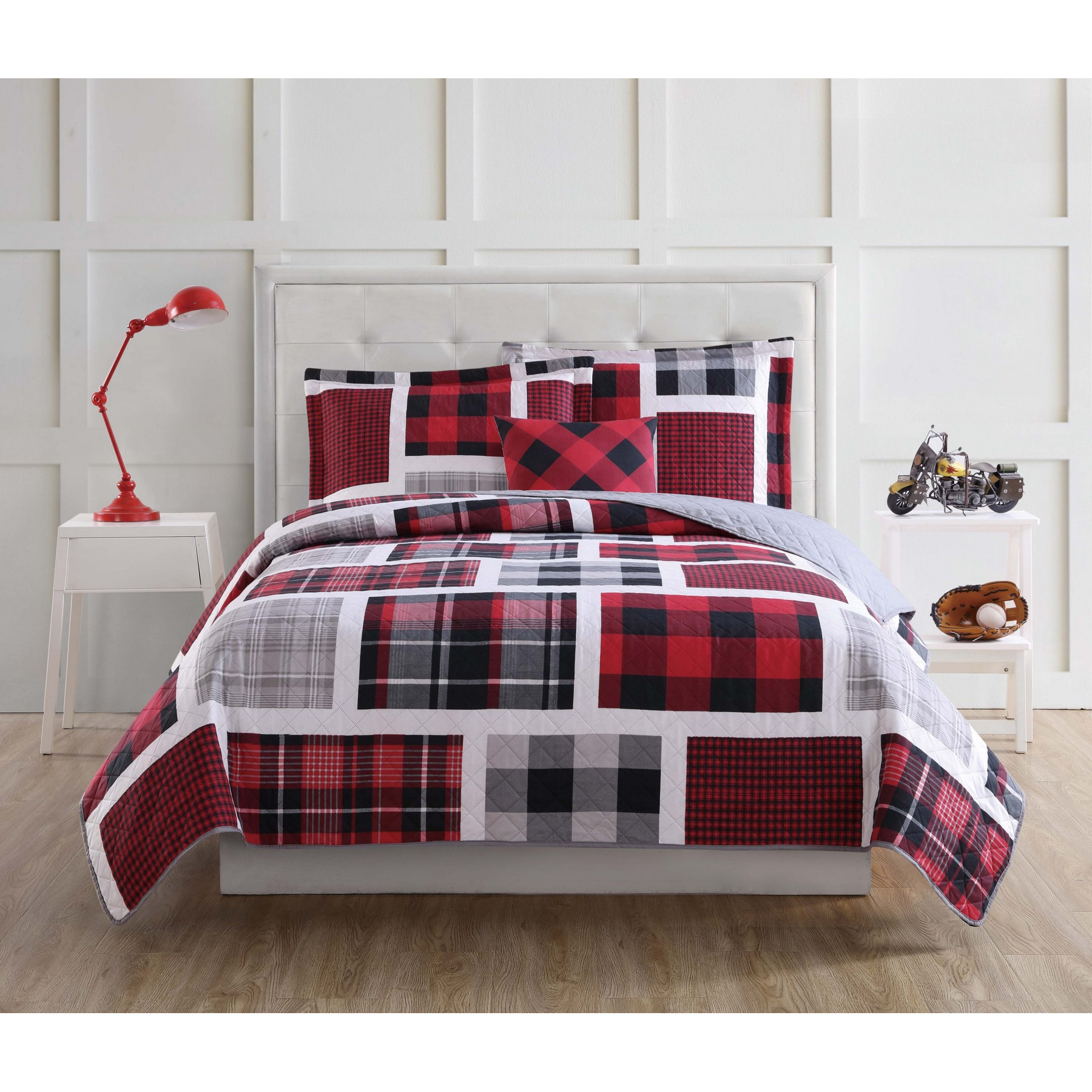 Laura Hart Kids Buffalo Plaid Twin Quilt Set with BONUS Decorative Pillow