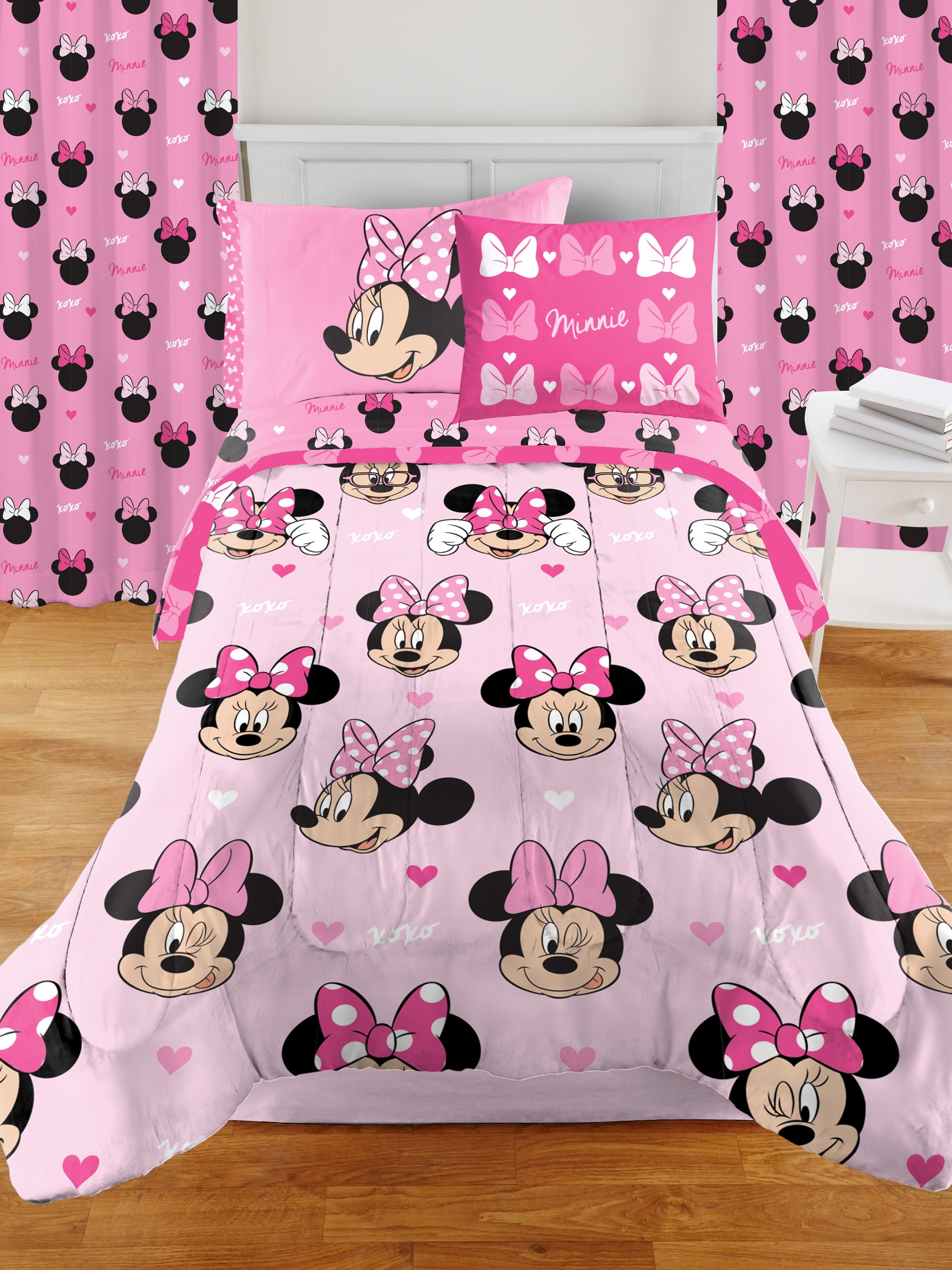 minnie mouse room in a box set includes bedding set and