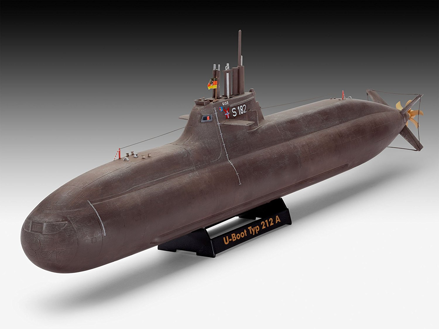 Revell Germany German Submarine U-212 Kit, This kit is 15 62 inches long   By Revell of Germany Ship from US