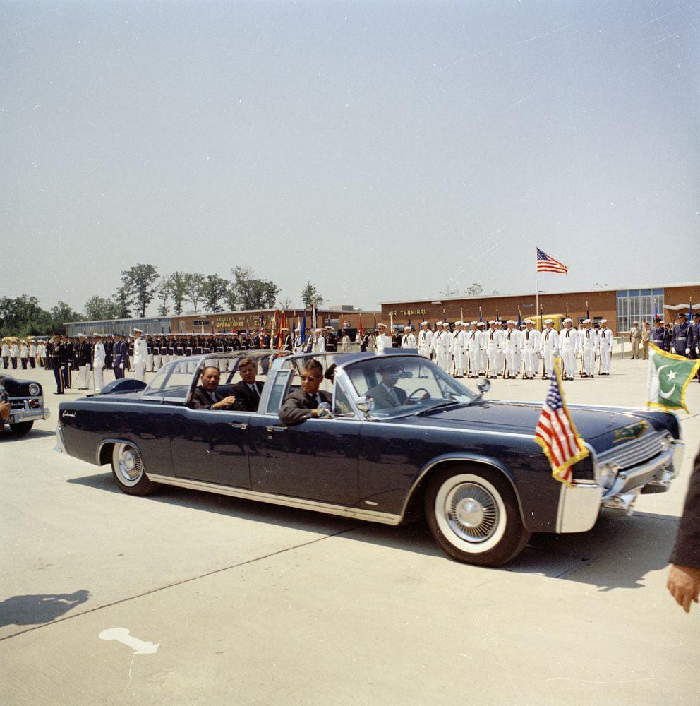 Canvas Print Arrival Ceremonies Motorcade For President Mohammad