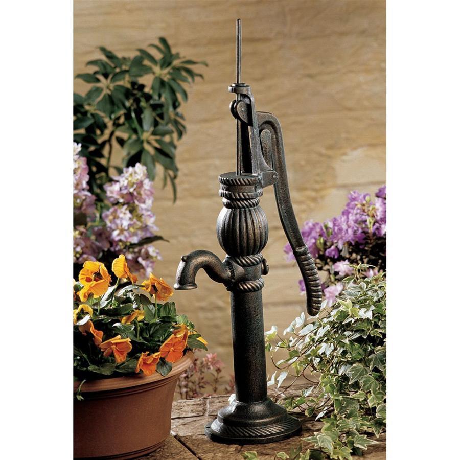 Design Toscano Authentic Iron Cottage Water Pump