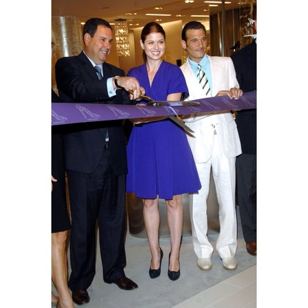 Debra Messing At In-Store Appearance For 10022-Shoe Unveiled By Saks Fifth Avenue For New Shoe Department With Own Zipcode Saks Fifth Avenue Store New York Ny August 17 2007 Photo By George TaylorEver (5th Avenue Shoes)