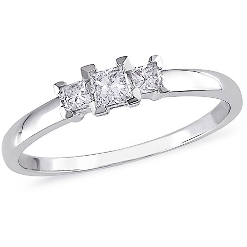 1/4 Carat T.W. Princess-Cut Three-Stone Diamond Engagement Ring in 10kt White Gold