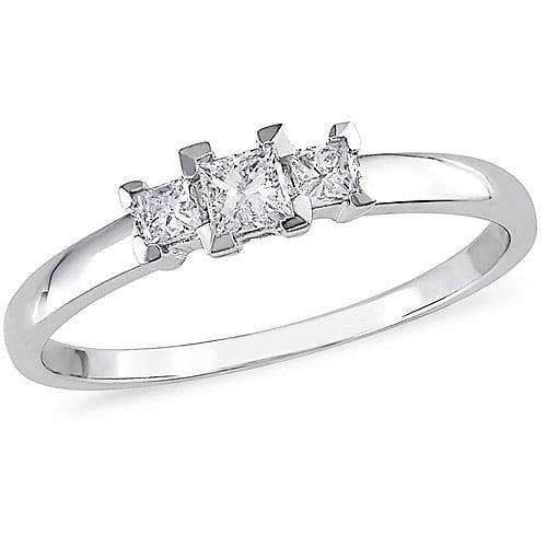1/4 Carat T.W. Princess-Cut Three-Stone Diamond Engagement Ring in 10kt White Gold