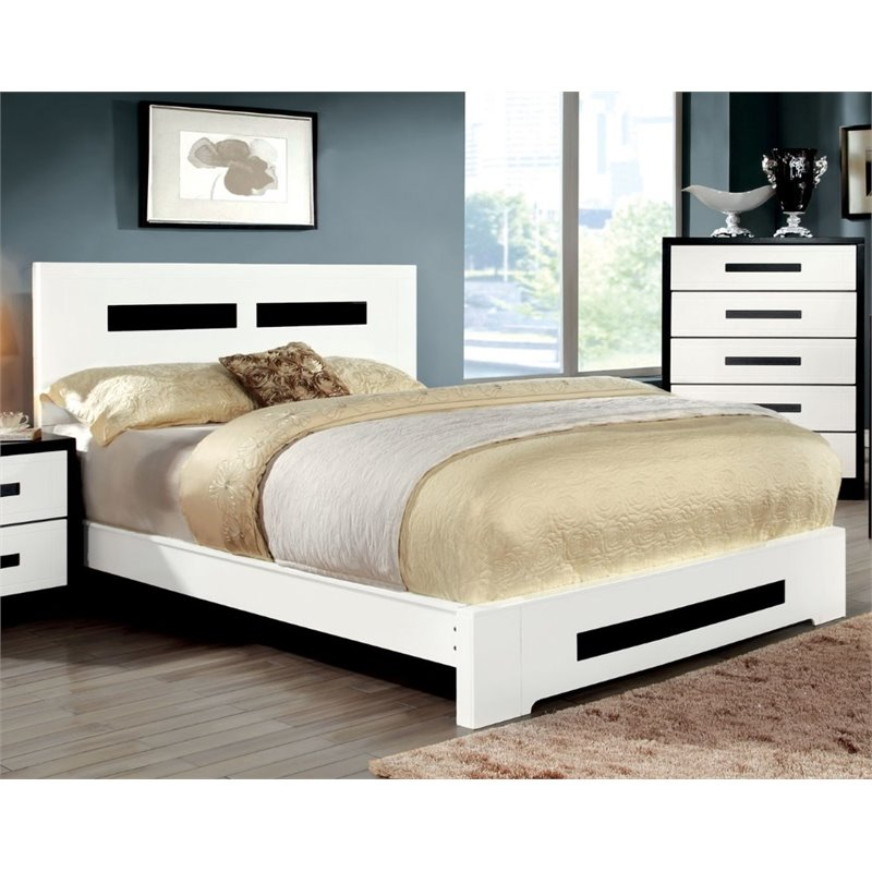 Furniture of America Pillwick California King Panel Bed in White