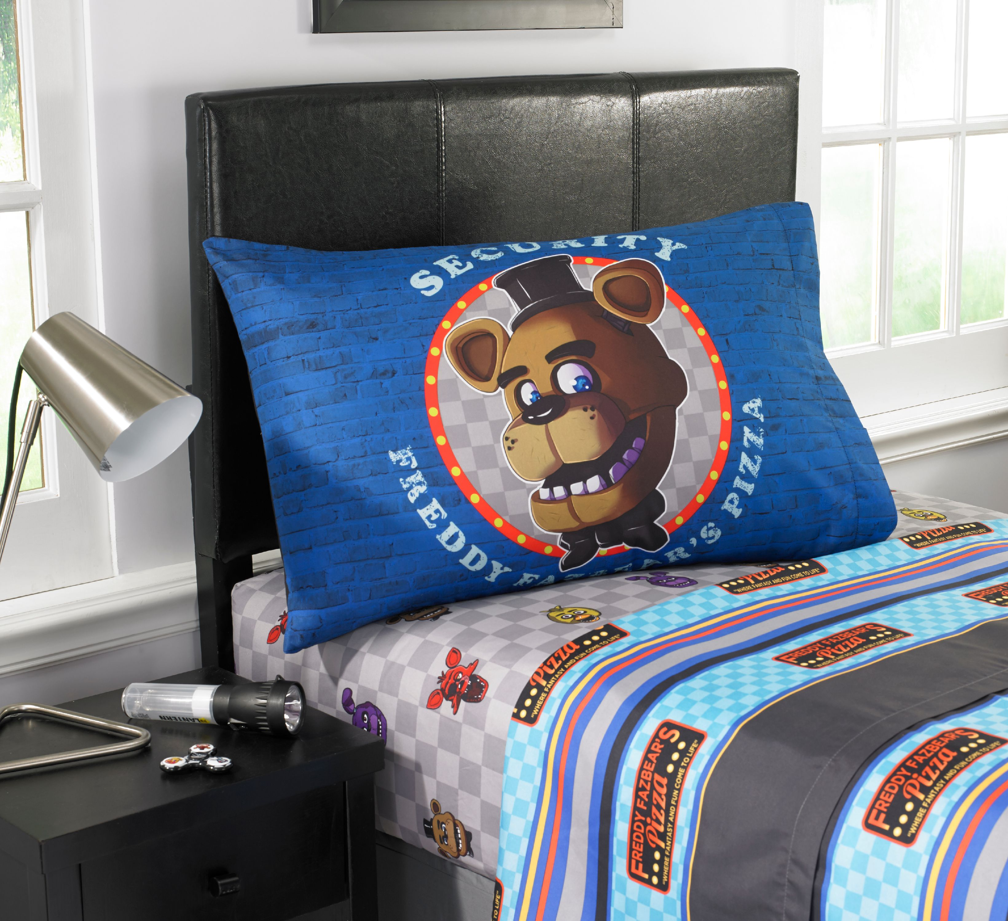 """Five Nights At Freddy's """"Pizza Security"""" Kids' Bedding SHeet Set by Franco Manufacturing"""