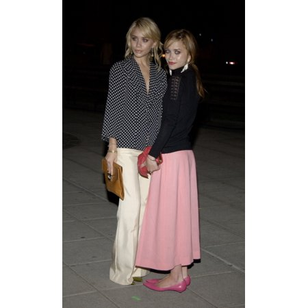 Ashley Olsen And Mary Kate Olsen Attend The Vanity Fair Party At The Tribeca Film Festival May 4 2004 The Party Was Held At The Amex Lounge At The New York State Supreme Courthouse - Halloween Mary Kate And Ashley
