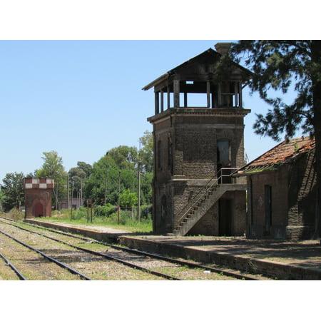 LAMINATED POSTEREspa̱ol: Tanque de agua y cabina de se̱ales en la estaciÌ_n San Pedro del Ferrocarril General Bart Poster Print 24 x 36 - Cabina De Fotos Halloween
