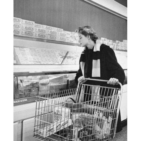 Young woman shopping in a grocery store Poster (Young Women Stores)