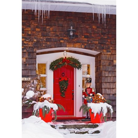 Christmas decorations around a front door knowlton quebec for Decoration quebec
