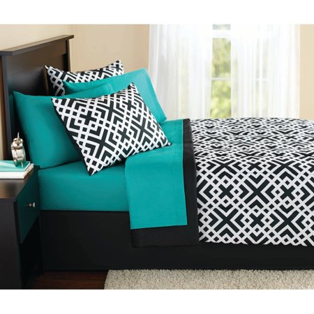 Mainstays Interlocking Geo Bed in a Bag Coordinated Bedding