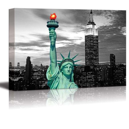 - wall26 Black and White Photograph with Pop of Color on the Statue of Liberty in New York - Canvas Art Home Decor - 16x24 inches