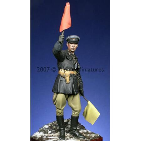- Alpine Miniatures 1:16 WWII Russian Officer - Resin Figure #16002