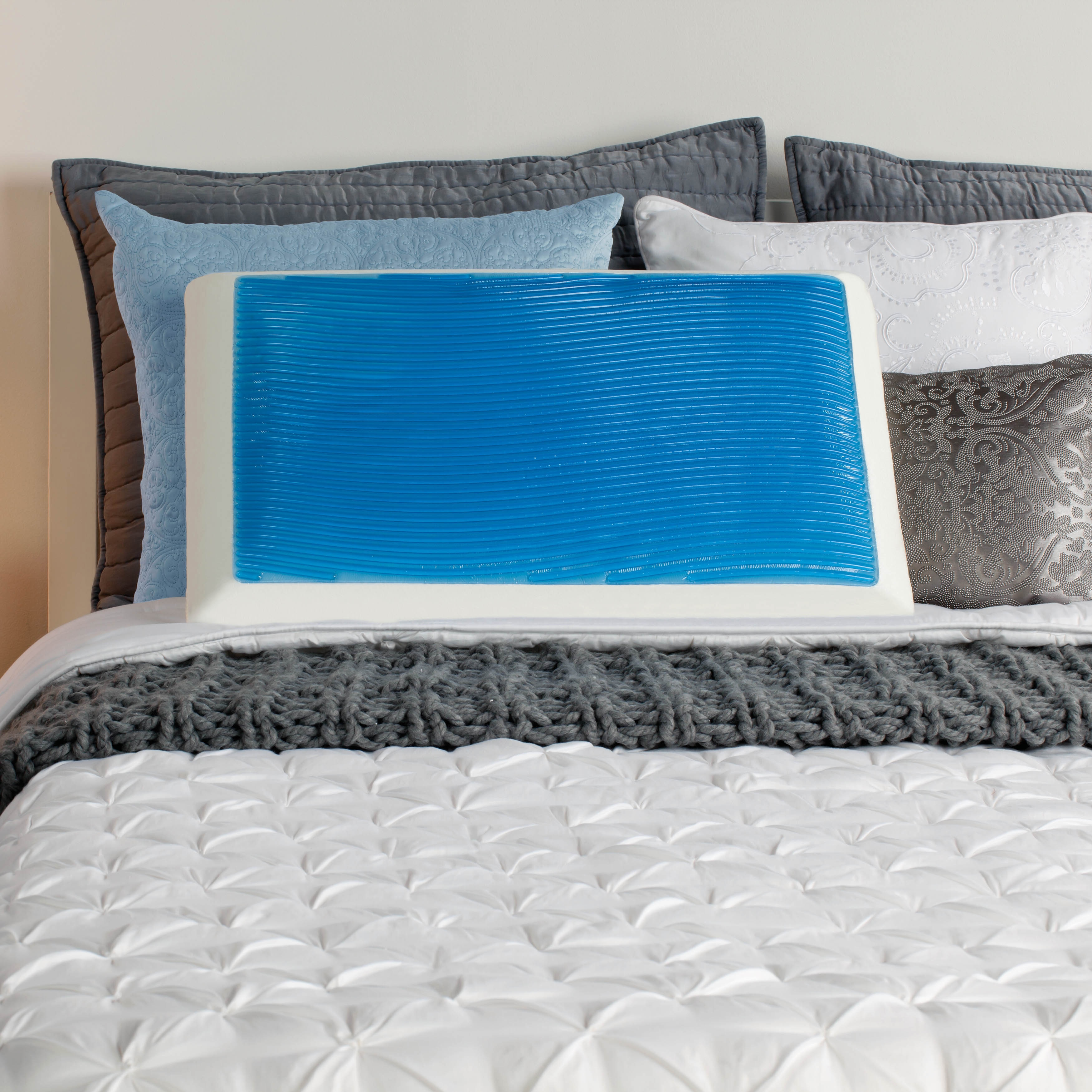 comfort revolution sealy memory foam and gel bed pillow with mesh