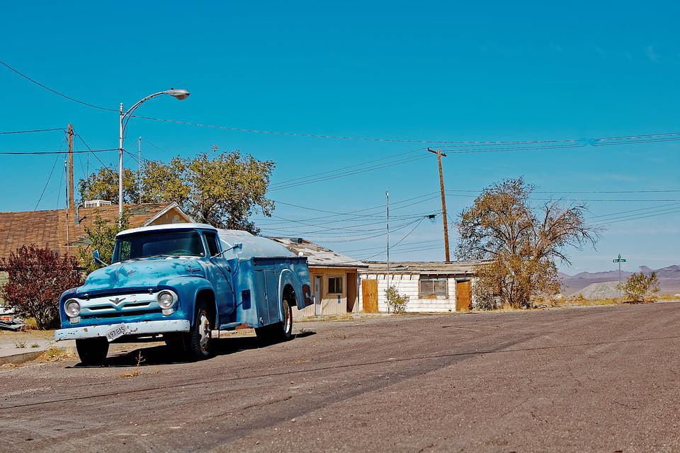 """Poster 19/"""" x 13/"""" Old Car Desert"""