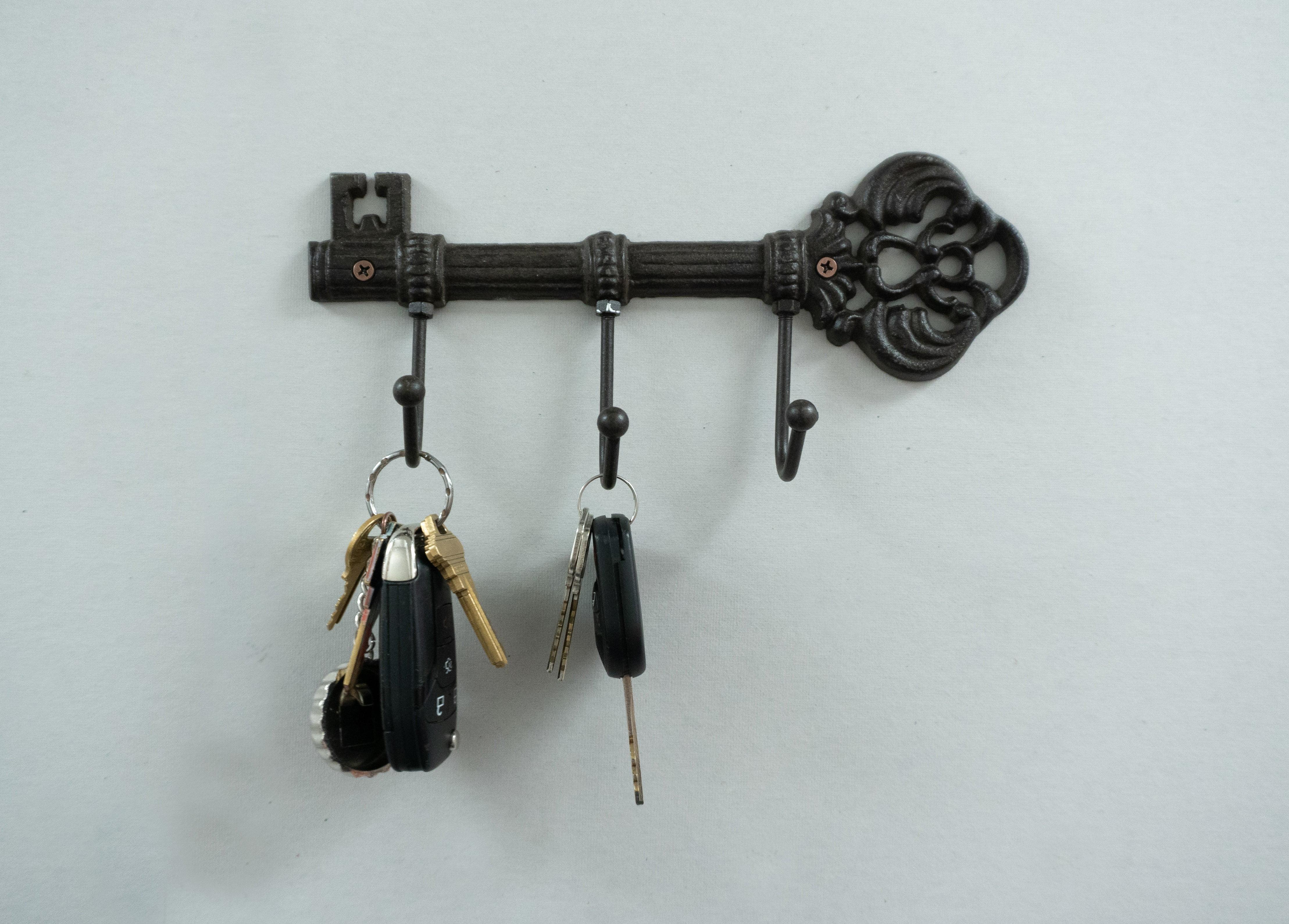 10.5 Inch Self-Stick Key /& Gadget 5 Hooks Rack White