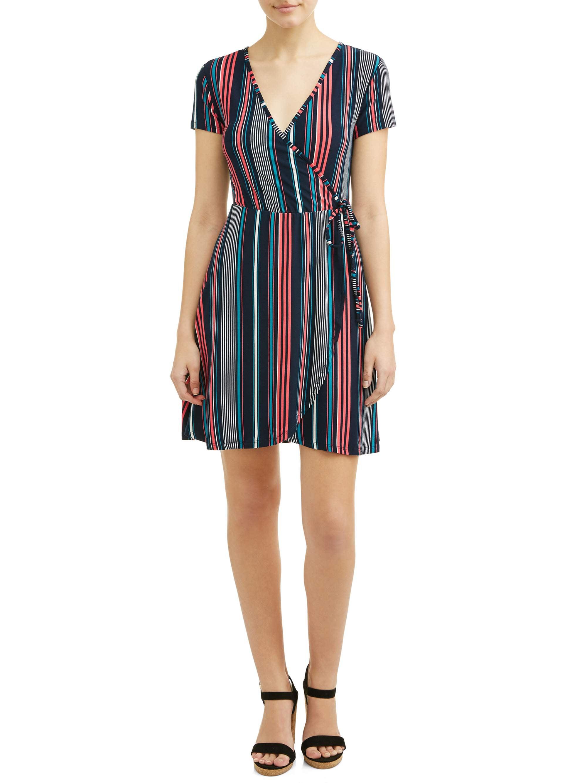 Juniors' Short Sleeve Pattern Wrap Dress