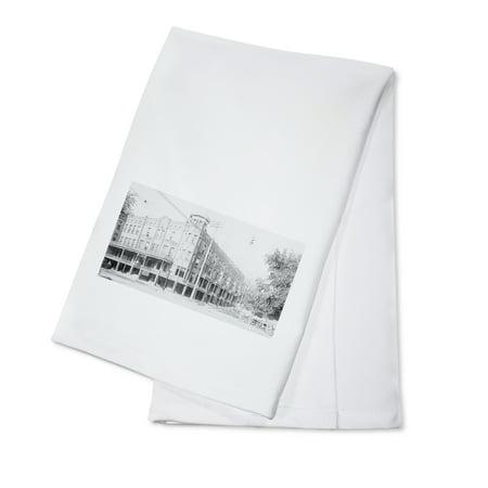 Mason City, Iowa - Exterior View of the Wilson Hotel (100% Cotton Kitchen Towel) - Dominos Mason City