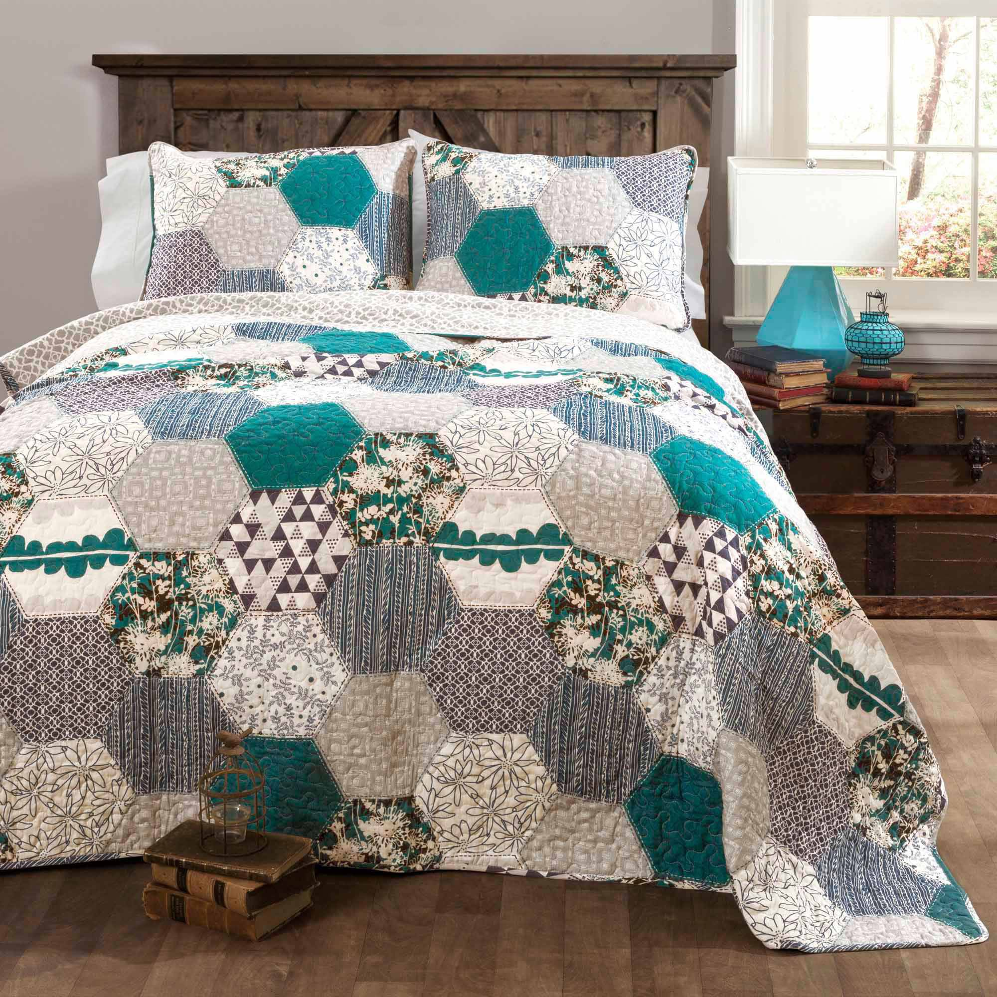 Triangle Home Fashions Briley 3-Piece Quilt Set