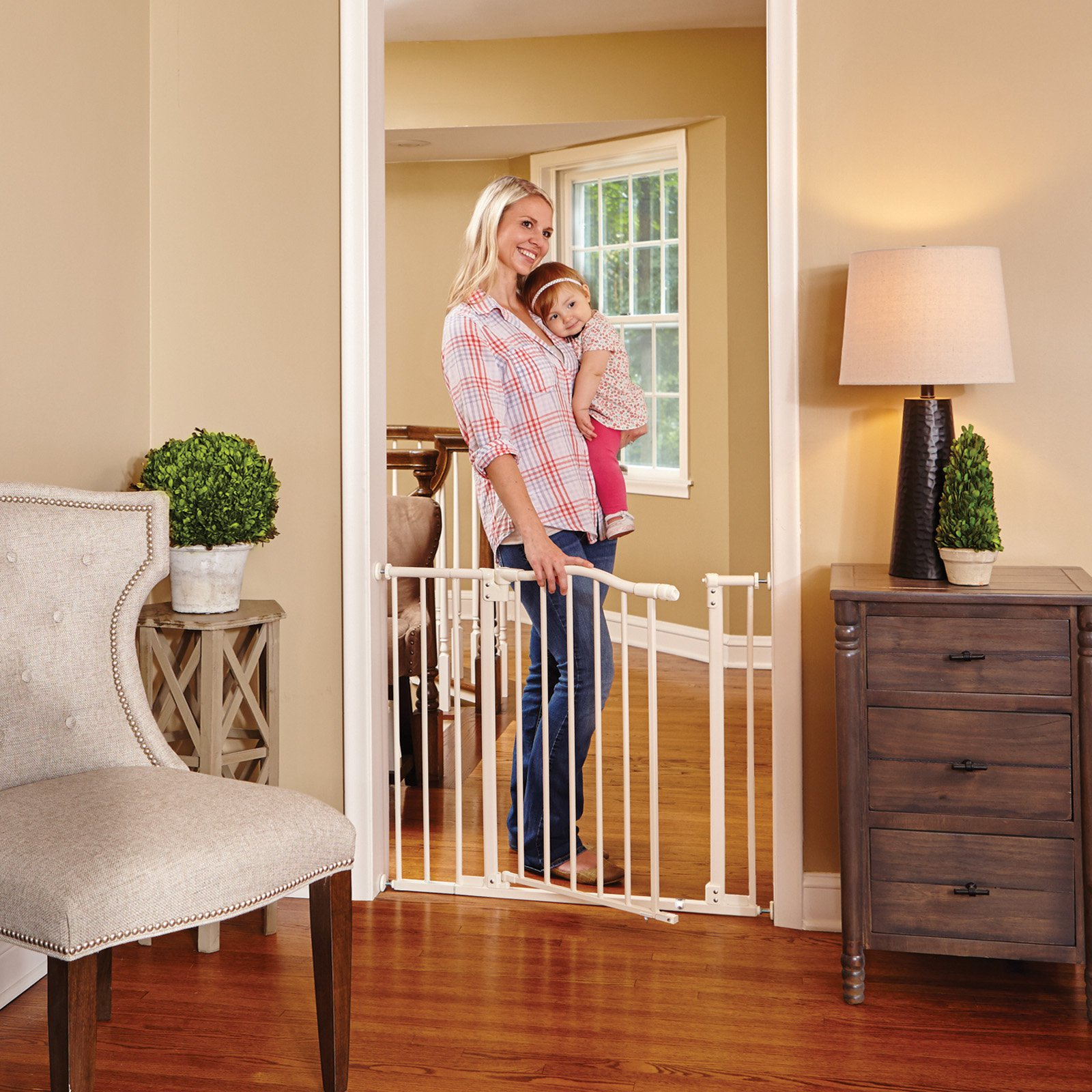 North States Arched Auto-Close Safety Gate with Easy Step