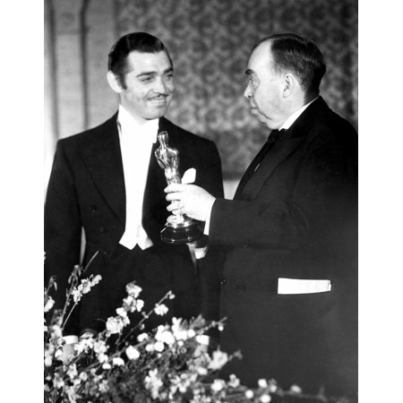 1934 Clark Gable Is Handed His Best Actor Oscar By Master Of Ceremonies Irvin Cobb