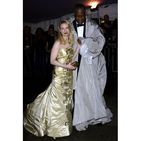 Actress Rene Zellweger And Editor Andre Leon Talley Arrive At The Costume Institute Party Of The Year At The Met April 26 2004 In New York City Celebrity - Party City Apply Online