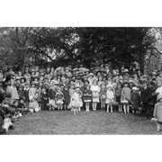 Buy Enlarge 0-587-46226-LP20x30 Easter Egg Rolling Children Pose on the White House Lawn- Paper Size P20x30