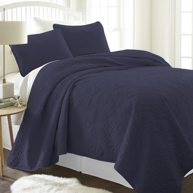 Noble Linens Premium Ultra Soft Damask Pattern Quilted Coverlet Set