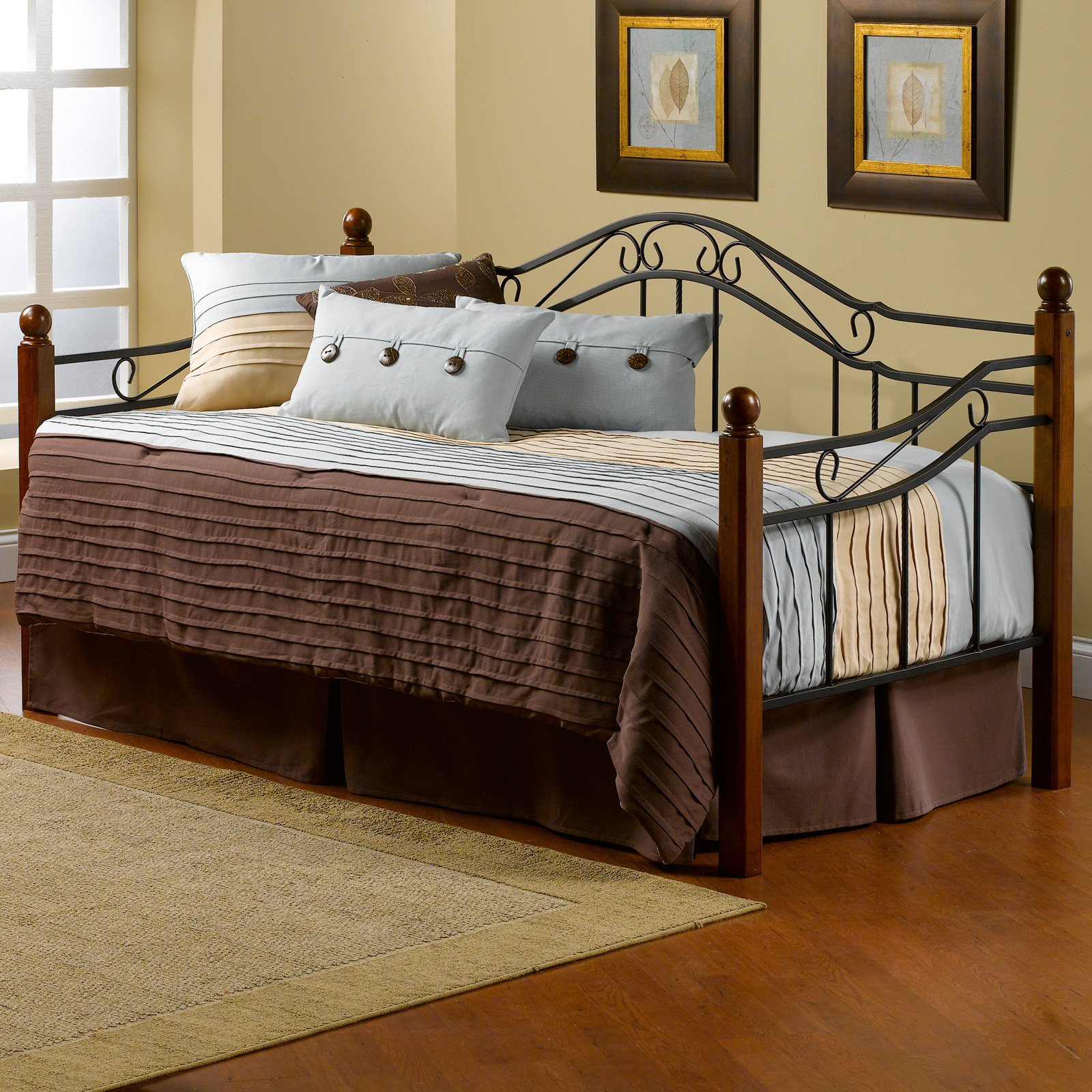Hillsdale Madison Metal with Wood Posts Daybed
