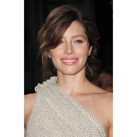 Jessica Biel At Arrivals For Screening Of Easy Virtue Canvas Art     16 X 20