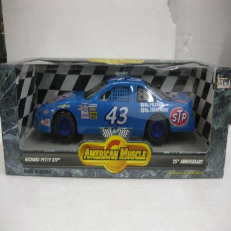 American Muscle 1 18 Scale Die-Cast Richard Petty STP 25th Anniversary by