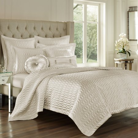 Sateen Quilt (Saranda Satin Quilted Coverlet)
