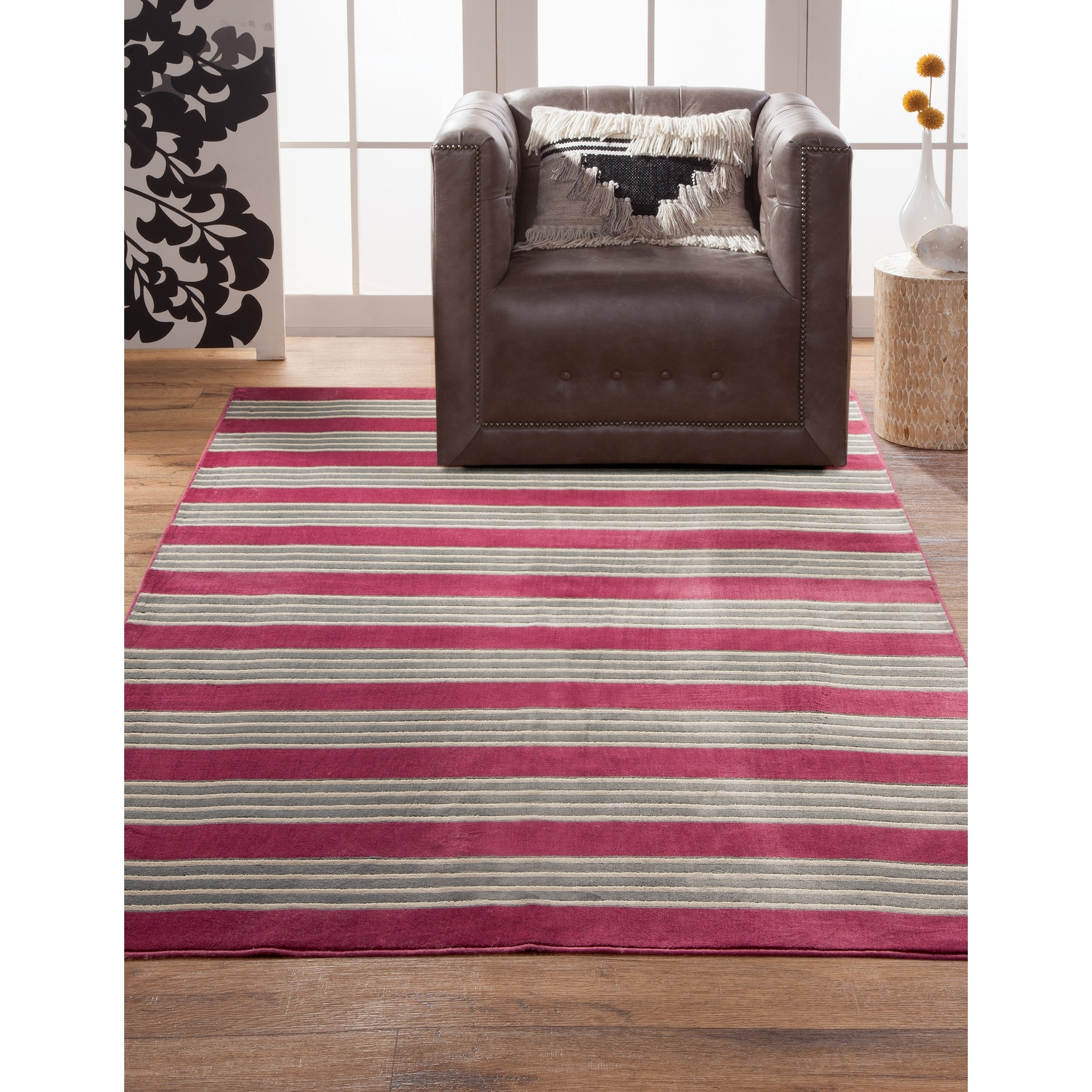Greyson Living  Spencer Raspberry Viscose Area Rug (5'3 x 7'6) - 5'3 x 7'6