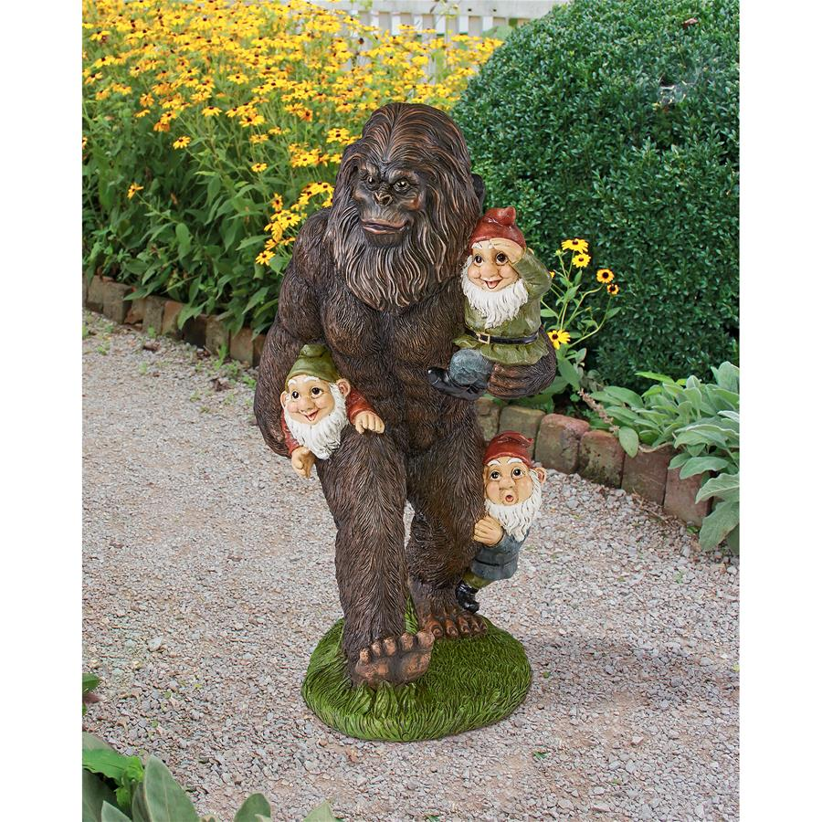 Design Toscano Schlepping the Garden Gnomes Bigfoot Statue by Designt Toscano
