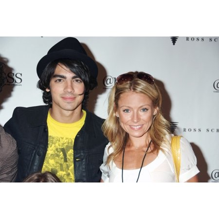Joe Jonas Kelly Ripa In Attendance For The Ross Summer Series Presents The Jonas Brothers Ross School Center For Well Being East Hampton Ny August 09 2008 Photo By Rob RichEverett Collection Celebrity](Rob Ross Painter)