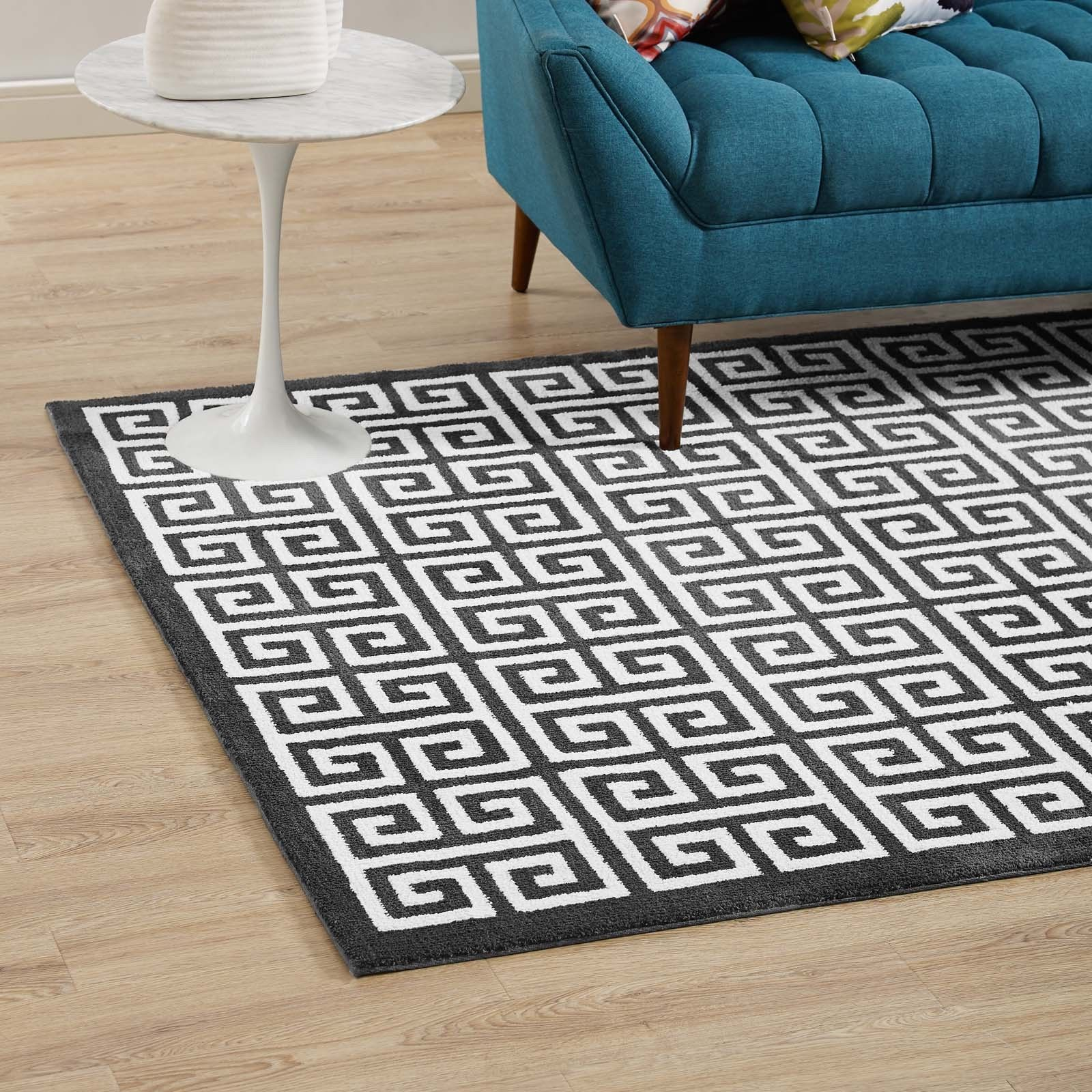 Greek Key Trellis Lattice Low Pile 5x8 Area Rug in Black and White