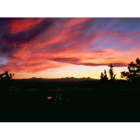 Sunset over the Cascade Range and city of Bend, Deschutes County, Oregon, USA Print Wall Art - Party City Oregon