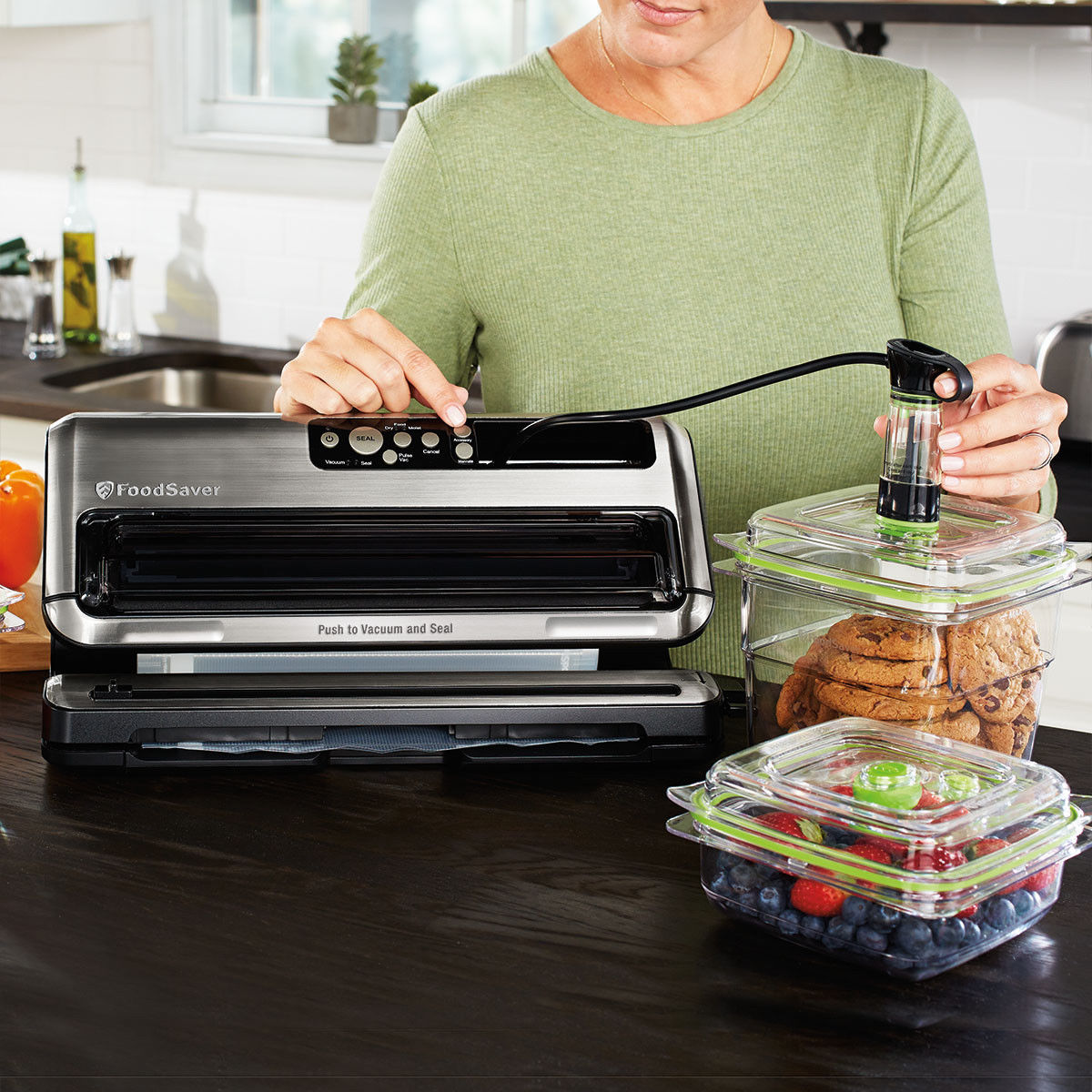 FoodSaver FM5460 2-in-1 Food Preservation System Vacuum Sealer