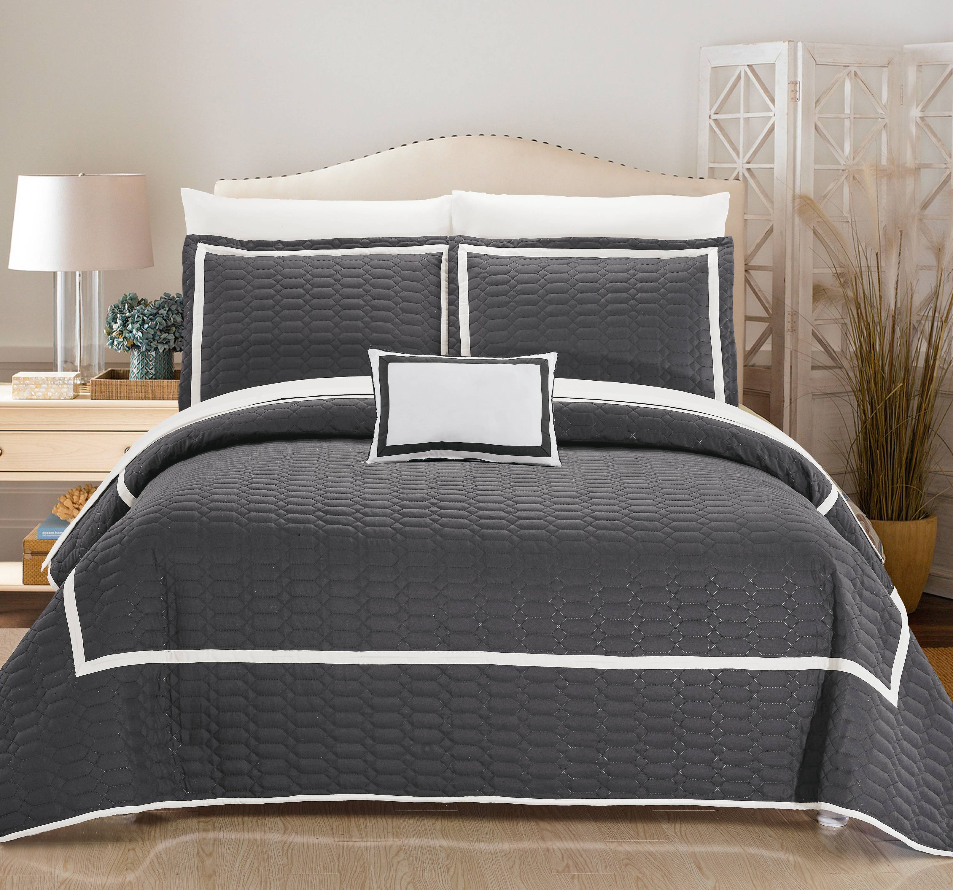 Chic Home Nero Hotel Collection Bed-in-a-Bag Quilt Set by Chic Home