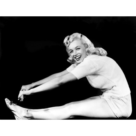 - Model And Columbia Starlet Marilyn Monroe Rolled Canvas Art -  (10 x 8)