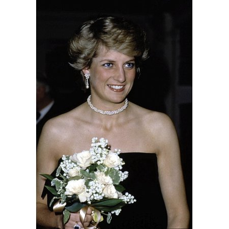 Princess Diana holding a bouquet of flowers Photo (Princess Diana Best Photos)