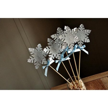 Frozen Birthday Party Decoration.  Ships in 1-3 Business Days.  Snowflake Wands.  Snowflake Centerpiece. - Frozen Center Pieces