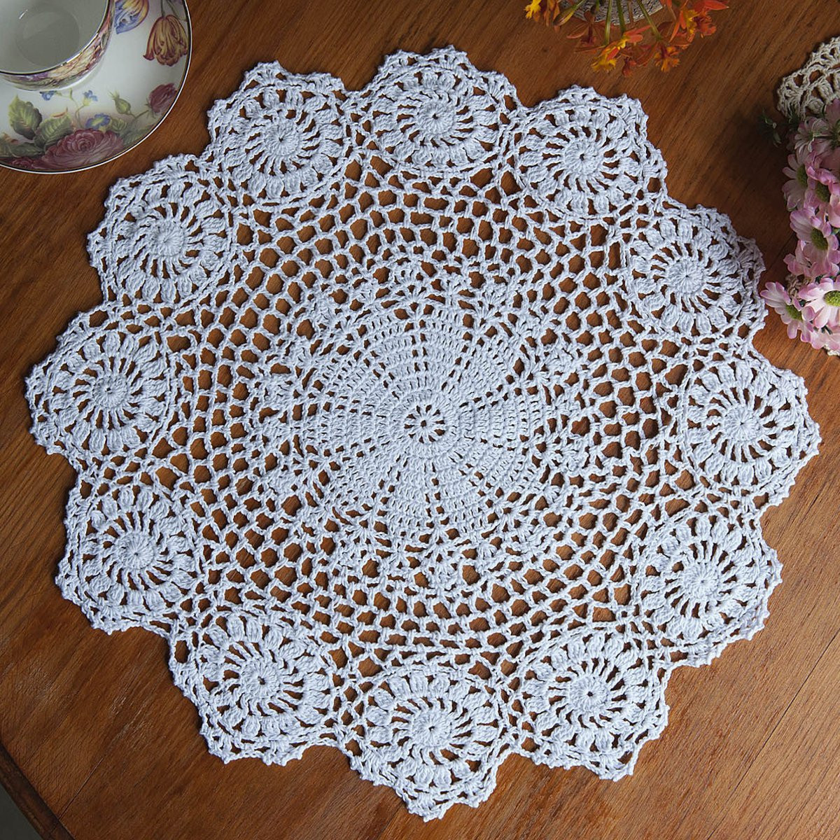 Meigar 14.5-inch Round Handmade Cotton Crochet Doilies, Vintage Placemat  Crocheted Lace Doilies Flower Table Fabric Cloth Coasters Doily Mat
