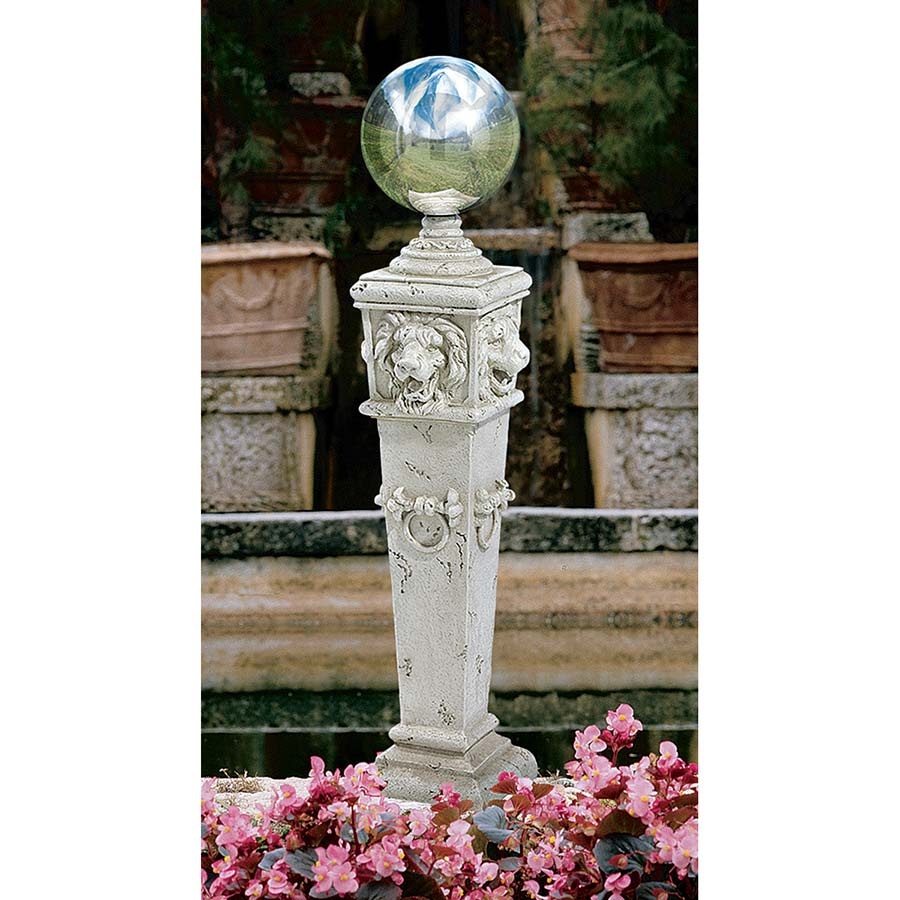 Charmant Lion Head Gazing Globe Garden Pillar Statue