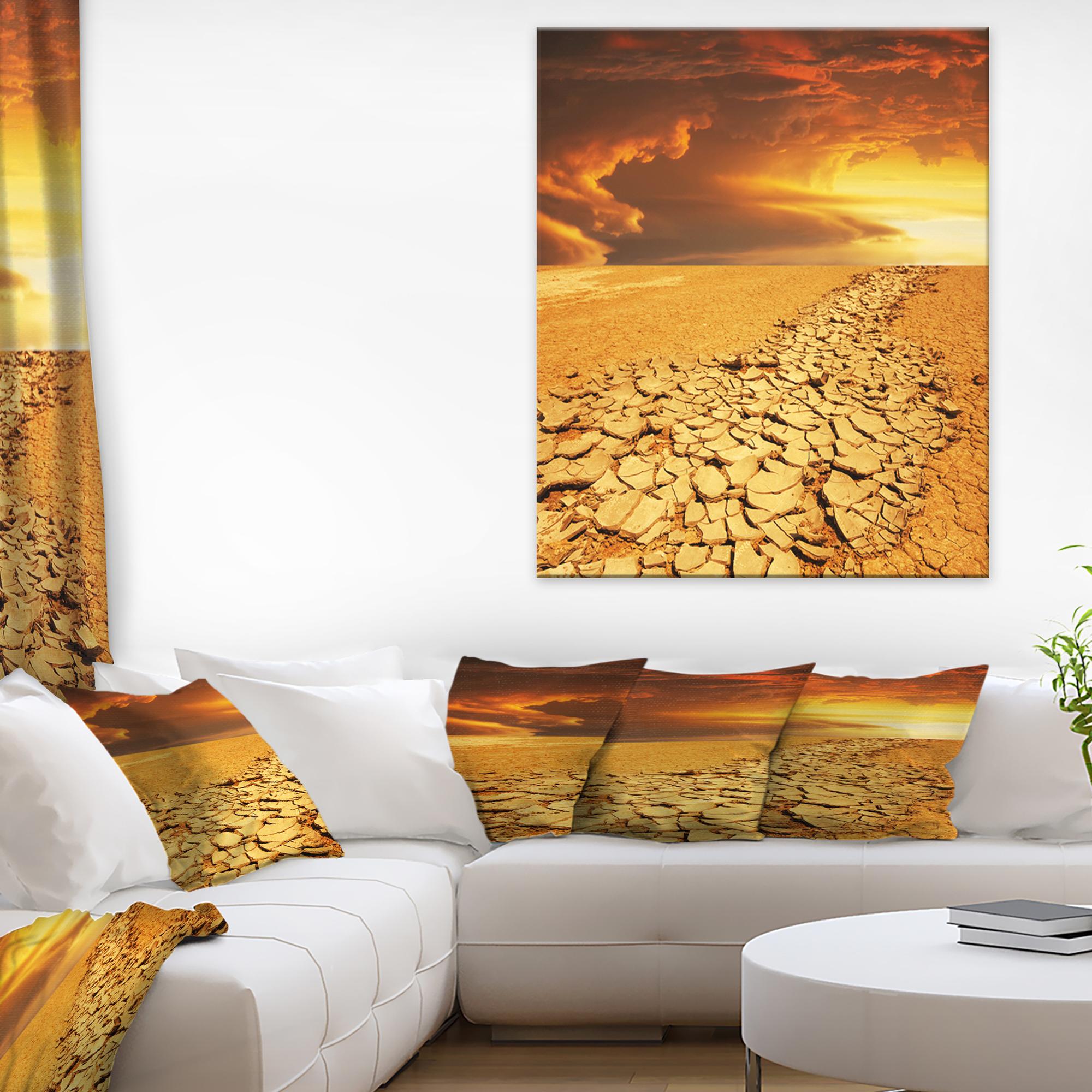 Drought Land under Dramatic Sky - image 1 de 1