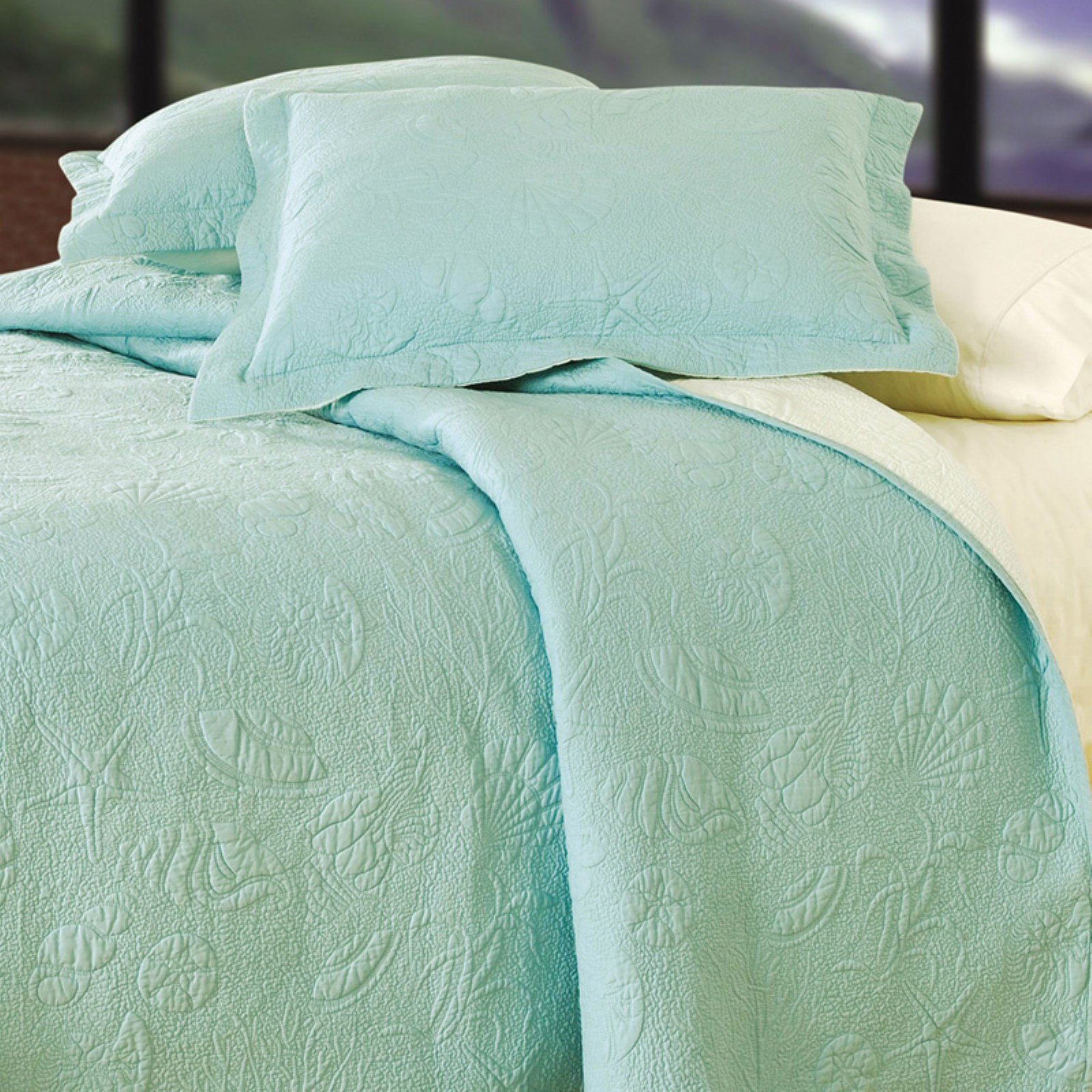 C and F Enterprises Shell Matelasse Quilt Bedding Set