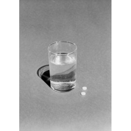 Verre d'eau et deux pilules toile - (18 x 24)