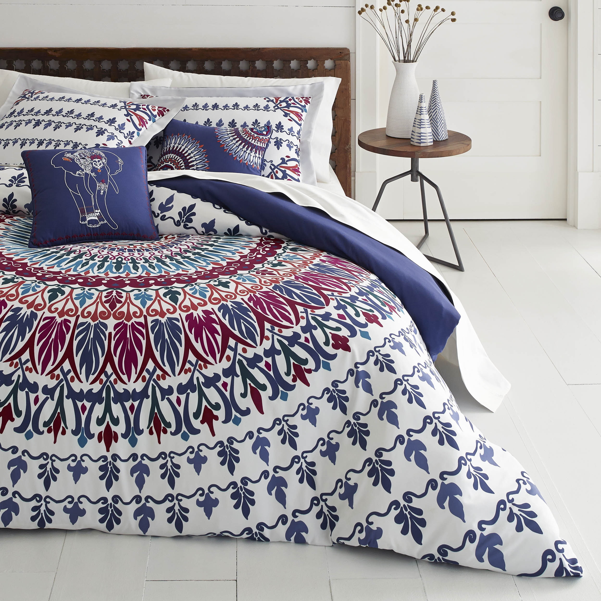 Azalea Skye Hanna Medallion Navy Duvet Cover Set, Full/Queen